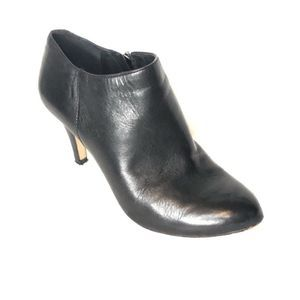 Vince Camuto vive leather heeled ankle booties